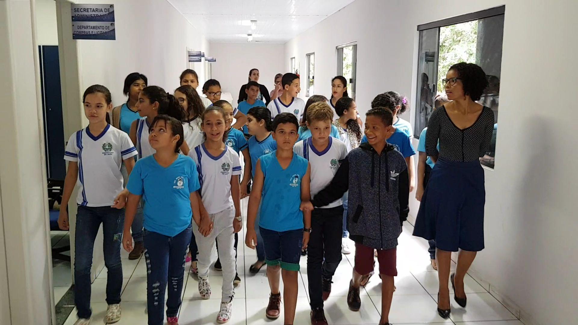 Alunos da Escola Abrão Rocha visitam a Câmara Municipal de Jaru