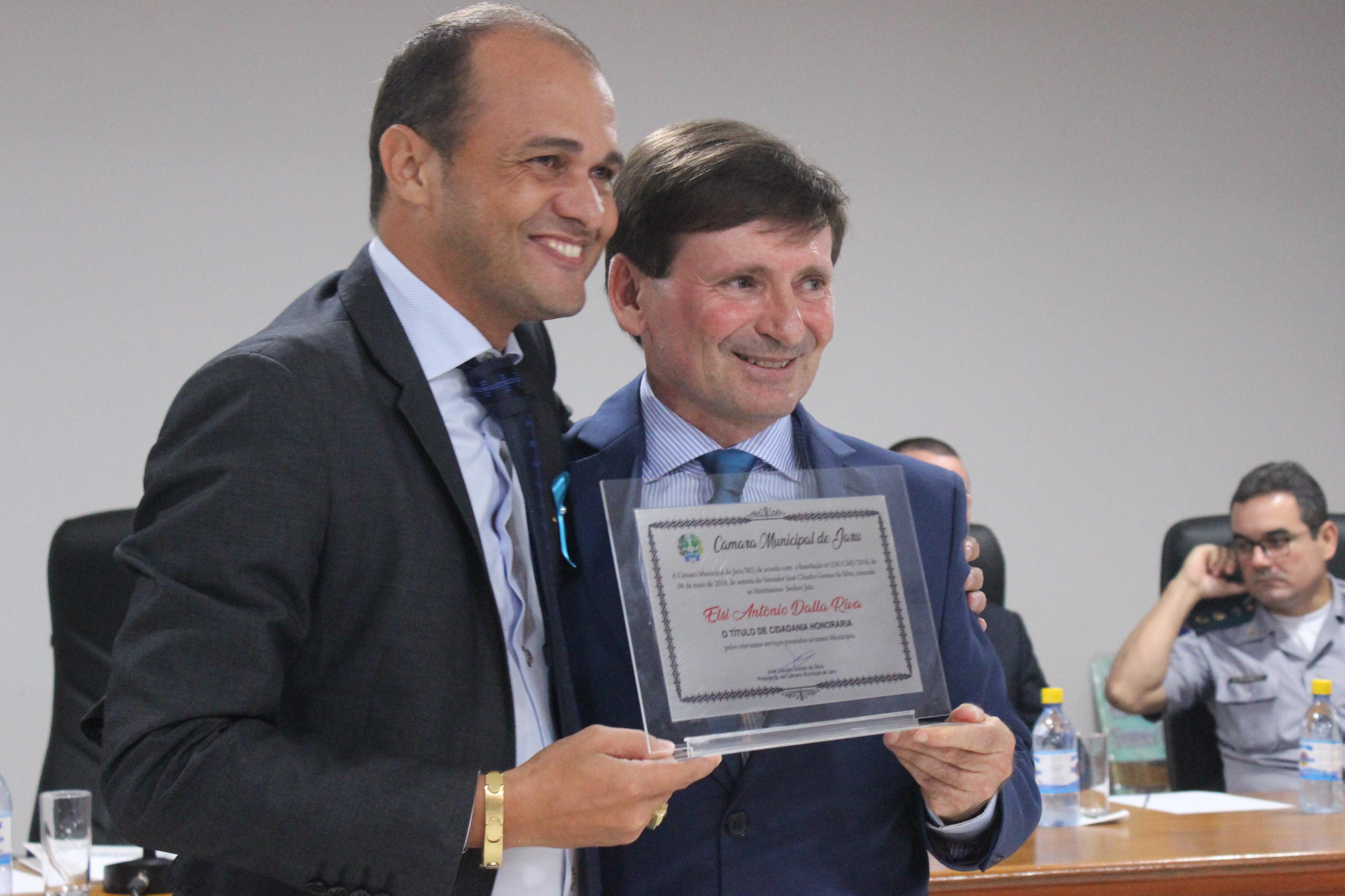 Elsi Dalla Riva recebe título de Cidadão Honorário